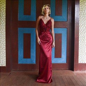 Vestido longo marsala com aplicações e bordados