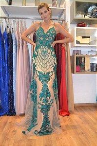 Vestido longo nude e verde esmeralda com aplicações