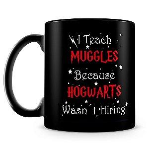 Caneca Personalizada Muggles Hogwarts (100% Preta)