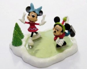 Estatueta Original Disney Mickey e Minnie patinadores