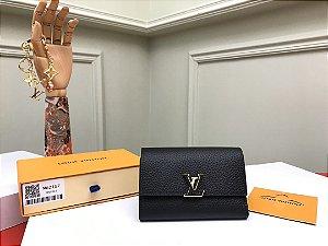 """Carteira Louis Vuitton Compacta Capucines """"Noir Rose"""" (PRONTA ENTREGA)"""