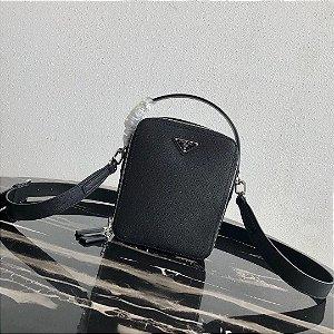 "Bolsa Prada Bandoleira Leather Saffiano ""Black"" (PRONTA ENTREGA)"