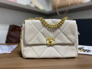 "Bolsa Chanel 19 Velvet ""Bege"" (PRONTA ENTREGA)"
