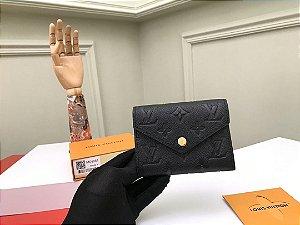 "Carteira Louis Vuitton Victorine Monogram Empreinte ""Noir"""