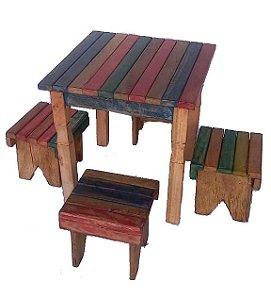 Jogo de mesa e banquinhos infantil