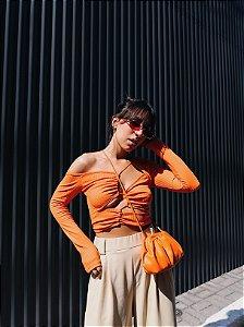 Cropped decote laranja