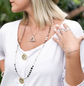Mix colares triângulo moedinhas