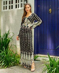 Vestido étnico com decote em V e fenda lateral