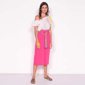 REF:. 7126 Calça pantacourt modelagem alfaiataria com bolsos e pregas
