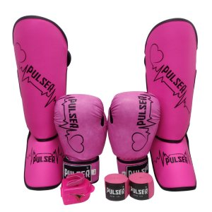 Kit Thai Luva de Boxe / Muay Thai 10oz PU + Caneleira 20mm + Bandagem + Bucal - Rosa com Preto Coração - Pulser