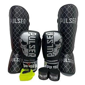 Kit Thai Luva de Boxe / Muay Thai 14oz PU + Caneleira 20mm + Bandagem + Bucal - Preto com Prata Caveira - Pulser