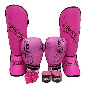 Kit Thai Luva de Boxe / Muay Thai 12oz PU + Caneleira 20mm + Bandagem + Bucal - Rosa com Preto Coração - Pulser