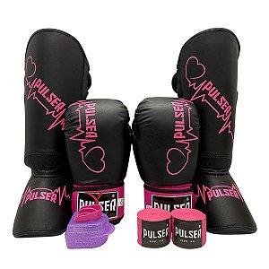 Kit Thai Luva de Boxe / Muay Thai 12oz PU + Caneleira 20mm + Bandagem + Bucal - Preto com Rosa Coração - Pulser