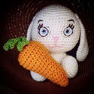 Coelhinho da Páscoa com cenoura