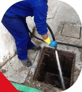 Serviço de Limpeza de Calhas \ Caixas de Gorduras \ Caixas de Água - 01 Hora