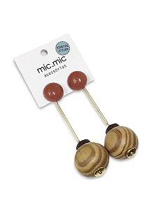 Brinco pêndulo madeira botão resina