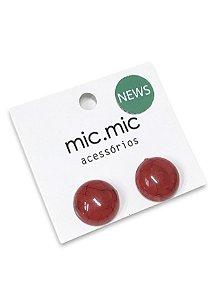 Brinco botão vermelho marmorizado