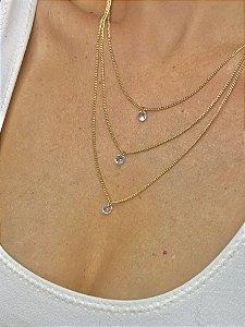 Colar dourado três fios pingente cristal branco