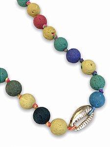 Colar bolas coloridas com concha dourada