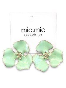 Brinco flor esmaltado verde menta