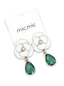Brinco flor branca com gota verde esmeralda