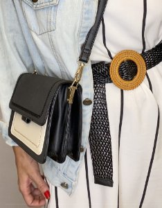 Bolsa basic quadrada preta e branca