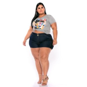 Short Jeans Stretch c Detalhe Preto Lateral e Bolsos Plus Size 62 ao 70 3224