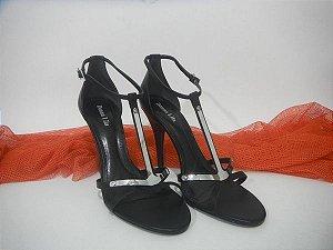 Sandália salto couro vegetal preto detalhe cabedal prateado