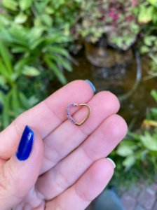 Piercing Daith Aço Coração Zircônias Lilás Gold