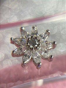 Piercing Flor Pétalas em Zircônias