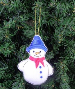 Enfeite de Natal boneco de neve chapéu azul