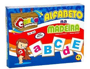 Alfabeto na madeira