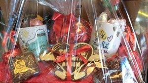 Cesta Dia dos Namorados - com duas canecas de café,  coração palha italiana e especiarias Kemper's Haus