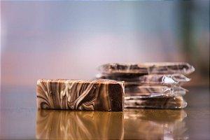 Barra de chocolate ao leite e chocolate branco