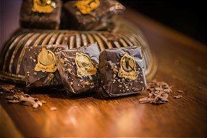 Brownie de passas e nozes com cobertura de chocolate ao leite