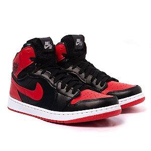Tênis Nike Air Jordan 1 MID Preto e Vermelho
