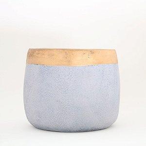 Cachepot cimento com detalhe dourado - grande