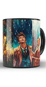 Caneca Doctor Who - A história dos Doutores - Nerd e Geek - Presentes Criativos