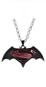 Colar Batman vs Super Man Presentes Criativos - Nerd e Geek - Presentes Criativos