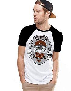 Camiseta Raglan King33 Wild and Free - Nerd e Geek - Presentes Criativos