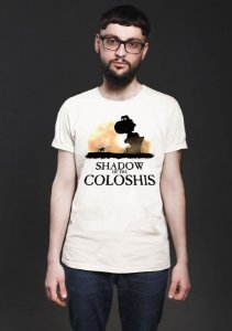 Camiseta Masculina Shadow of The Coloshis - Nerd e Geek - Presentes Criativos