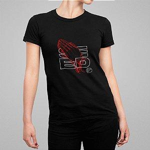 Camiseta Feminina - Pray