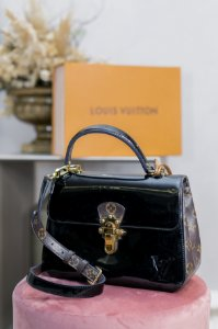 Bolsa Louis Vuitton Cherrywood PM Noir