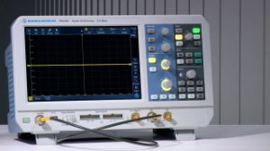 Rohde & Schwarz RTB2002 +RTB-221 – Osciloscópio 100MHz, 2 Canais, Tela de 10,1″ touchscreen, Resolução de 10bits, Amostragem de 2,5 GS/s