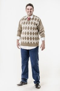 Calça jeans e blusa de xadrez escocês