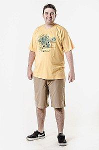 Bermuda caqui e camiseta amarela