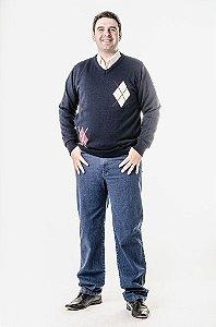 Calça jeans e blusa azul marinho