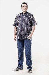 Calça jeans e camisa listrada