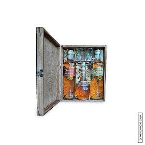 Kit Presente 2 Cachaças Envelhecidas 700 ml e 1 Licor de Carvalho Fino em Estojo de Madeira com 2 Copos