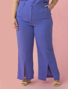 Calça Plus Size de Alfaiataria Flare com Fendas Julia Plus
